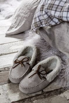<3 These are the all time favorite Slippers for Men And Woman~
