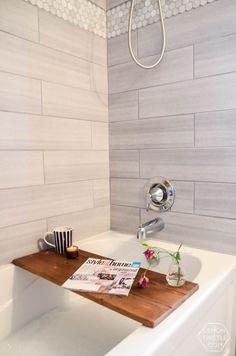 40 Beautiful Bathroom Vanity Tray Decor Ideas Your tray is nearly finished. Bath Caddy Wooden, Wooden Bath, Wooden Diy, Bathroom Vanity Tray, Bathroom Faucets, Zen Bathroom, Hall Bathroom, Washroom, Bathroom Ideas