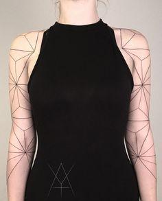 Géométrie et tatouage selon Yashka Steiner - Journal du Design