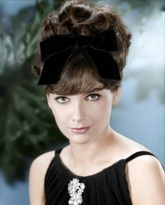 """Born Today, January 31, in 1937, Suzanne Pleshette… """"Don't they ever stop migrating?"""" - Suzanne Pleshette as Annie Hayworth in The Birds Over 100 film and television roles including 40 Lbs of Trouble,..."""