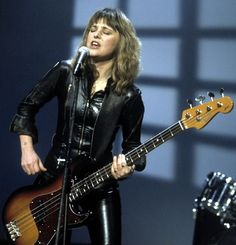My first vision of leather was Elvis Presley - Suzi Quatro Female Rock Stars, Tallulah Bankhead, Uk Tv Shows, Jeff Beck, All About That Bass, Marc Bolan, Olivia Newton John, Celebs, Celebrities