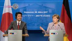 Abe e Merkel encontram-se em Hanover e concordam em promover o livre comércio. Os líderes do Japão e da Alemanha concordaram que é importante trabalhar com