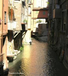 18 anni dalla fine dei lavori di ripristino della vista sul canale dalle vie Malcontenti, Piella e Oberdan  http://www.archilovers.com/projects/3744/canali-riaperti-affacci-sul-canale-di-reno-centro-storico-bologna-arch-francisco-giordano.html