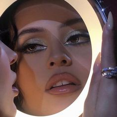Shared by Ibizahippy. Find images and videos about photography, beauty and makeup on We Heart It - the app to get lost in what you love. Glam Makeup, Pretty Makeup, Makeup Inspo, Makeup Art, Makeup Inspiration, Eye Makeup, Hair Makeup, Makeup Trends, Beauty Blogs