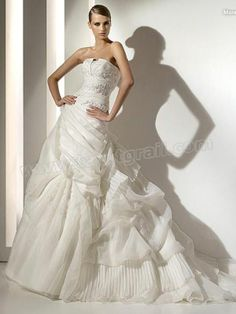 A-Line Silhouette with Ruffles in Chapel Train Wedding Dress