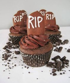 Sweet {Trick or} Treat Tuesday:: Death by Chocolate Raspberry Cupcakes Love Cupcakes, Love Cake, Cake Recipes, Dessert Recipes, Desserts, Chocolate Raspberry Cupcakes, Cupcake Queen, Death By Chocolate, Halloween Cupcakes