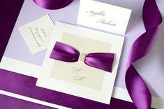 Vedeli ste o tom, že fialová je farba roka 2018? 💜 Ak plánujete tohtoročnú svadbu v trendových fialových farbách, určite sa k nej budú hodiť naše oznámenia s krásnou fialovou saténovou stuhou na bielom perleťovom papieri. 😊  #svadba #svadobneoznamenia #zasnuby Weddings, Wedding, Marriage