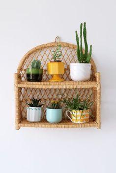 Love this rattan shelf for pot plants Bamboo Furniture, Cane Furniture, Living Room Decor, Bedroom Decor, Decoration Plante, Decorating Bookshelves, New Room, Plant Decor, Furniture Makeover
