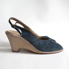 shoes 8 blue suede peep toe wedge sandals. slingback 80s comfortable casual sandals. $23
