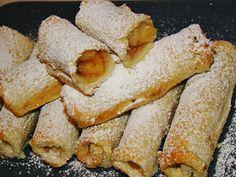 Μια καταπληκτική ιδέα του Βασίλη Καλλίδη για μηλοπιτάκια με ψωμί του τοστ με κάποιες μικρές αλλαγές για να την φέρω στα μέτρα μου!Πρέπει... Greek Sweets, Greek Desserts, Greek Recipes, Fruit Recipes, Easy Desserts, Dessert Recipes, Cooking Time, Cooking Recipes, Apple Deserts