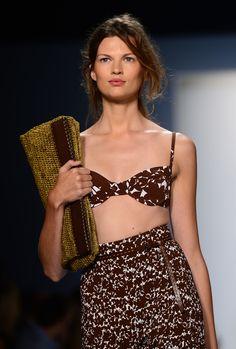 That Michael Kors clutch! So nice! Bette Franke, Michael Kors Clutch, Western Dresses, Spring 2014, Ready To Wear, Sequin Skirt, Women Wear, Mini Skirts, Feminine