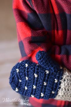 Snow Fall Mittens - Crochet these gorgeous mittens with a lovely falling snow pattern and mix and match colors.