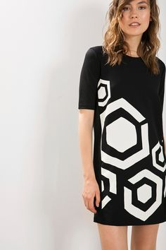 This black medium sleeved dress has a striking white geometric print and can be as loud or as subtle as you want, depending on how you accessorize it! It has a flattering and retro cut with thick material which is rigid at the front and more relaxed at the back.  #XmasByDesigual