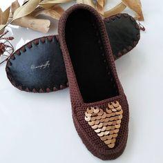 Crochet Sandals, Crochet Shoes, Bead Embroidery Tutorial, Beaded Embroidery, Beaded Boxes, Crochet Videos, Lana, Crochet Projects, Espadrilles