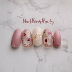 Almond and oval nails are a very common pick for celebrities and bridesmaid. The almond shape nail is one of the most popular nail shapes Korean Nail Art, Korean Nails, Nail Art Hacks, Gel Nail Art, Animal Nail Art, Kawaii Nails, Almond Shape Nails, Japanese Nail Art, Sparkly Nails