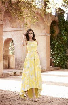 Juvenil vestido de madrina largo o madre de la novia. Cuerpo liso con peplum y falda estampada con abertura frontal – Galanovias