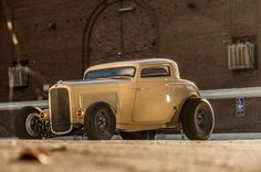 Takehito Yamato contacted Walden Speed Shop about getting a 1932 Ford Deuce with the signature roof chop after seeing Tom Bandoni's three-window in a magazine.