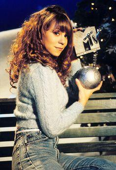 Mariah Carey cherishing her MTV Award, mid Mariah Carey Anos 90, Mariah Carey Daydream, Mariah Carey Music, Rihanna, Beyonce, Queen Mimi, Mariah Carey Pictures, Shows, Female Singers