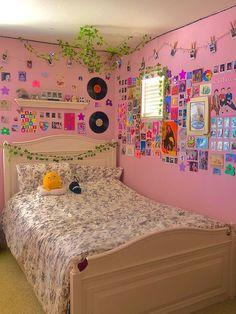 Indie Room Decor, Cute Bedroom Decor, Room Design Bedroom, Room Ideas Bedroom, Bedroom Inspo, Pinterest Room Decor, Chill Room, Neon Room, Retro Room