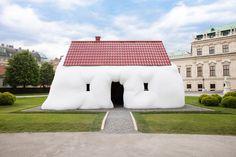 Obese House à Vienne, une oeuvre du sculpteur autrichien Erwin Wurm