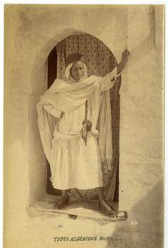 types algériens, un arabe vintage albumen print Tirage albuminé 13x18 Ci |s (avant 1900) | enregistré par adel Hafsi