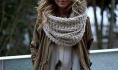 Как связать красивый женский шарф снуд спицами для начинающих? Как вязать снуд в один и два оборота спицами, сколько петель набирать, какой узор выбрать?