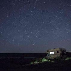 Eine Nacht am Lac du Salagou in Südfrankreich.  #vanlife #lacdusalagou #euramobil
