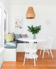 35 Inspiring Small Dining Room Design And Decor Ideas - Your dining room is a space for family meals therefore you are looking for it to have great interior design. But how can you make a small dining room . Dining Nook, Small Living Rooms, Room Design, Interior, Dining Room Small, Dining Room Design, Modern Bohemian Decor, Small Dining Room Decor, Small Kitchen Decor