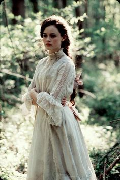 This dress is so me. Reminds me of one of my vintage Gunne Sax dresses.