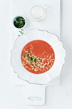 Zupa pomidorowa z makaronem.