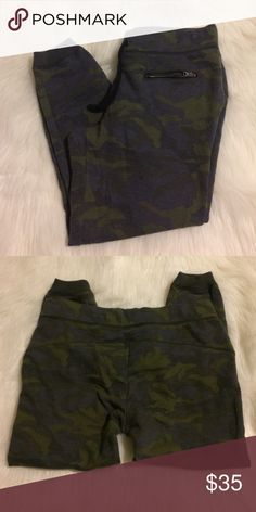 Camo Joggers Super fun and comfy Camo joggers by American Eagle. Has 2 front pockets with zippers, and a drawstring waist. Good pre-worn condition American Eagle Outfitters Pants Track Pants & Joggers