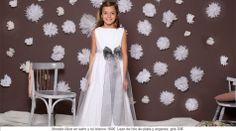 Vestido de Comunión de niña en satín y tul blanco. Precioso vestido de comunión que combinado con este precioso lazo de hilo de plata y organza gris, hacen de el un vestido diferente y elegante. ¡Pero Quemono es! http://www.quemono.org/la-coleccion-vestidos-comunion-trajes-fiesta/vestidos-comunion/