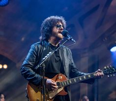Jeff Lynne's ELO reveal video for 'Turn To Stone' performed at Wembley Stadium League Of Legends Logo, League Of Legends Account, Jeff Lynne Elo, Scottish Music, Live Cd, The Hollywood Bowl, Turn To Stone, Roy Orbison, American Tours