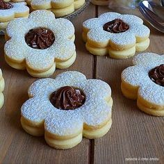 Image uploaded by María José. Find images and videos about food, sweet and delicious on We Heart It - the app to get lost in what you love. Cookie Desserts, Cookie Recipes, Dessert Recipes, Easy Homemade Recipes, Sweet Recipes, British Biscuit Recipes, Food Garnishes, Italian Cookies, Cafe Food