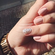 Nude nails plus glitter accent nail