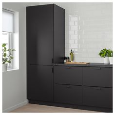 IKEA KUNGSBACKA door The foil surface is impact-resistant, easy to care for and keep clean. Black Kitchens, Cool Kitchens, Black Ikea Kitchen, Modern Kitchens, Small Kitchens, Kitchen Interior, Interior Design Living Room, Best Kitchen Designs, Kitchen Ideas