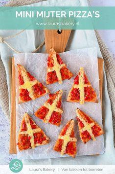 Deze mini mijter pizza's zijn toch ongelooflijk schattig? Heel goed mee te variëren en ontzettend makkelijk te maken.