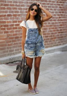 Denim overalls from Sincerely Jules. Denim overalls have been making a comeback and suggest that fashion trends occur in an ongoing circular cycle. Salopette Short, Summer Outfits, Casual Outfits, Modest Outfits, Skirt Outfits, Girly Outfits, Work Outfits, Outfits 2016, Fresh Outfits