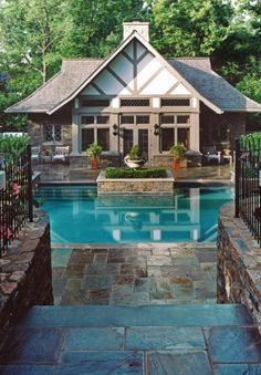 Luxurious Pool and Poolhouse