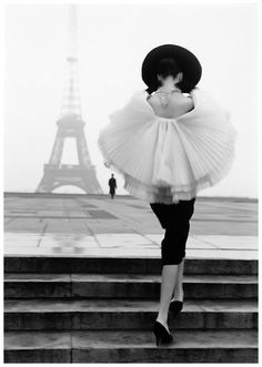 Photo Walde Huth - Model Patricia in Jaques Fath 1955 Eiffel_Tower