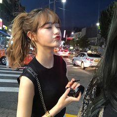 ¿Te gustaría saber que se sentiría estar dentro de BTS? Korean Girl Photo, Cute Korean Girl, Asian Girl, Blonde Hair Korean, Airport Fashion Kpop, Chica Cool, Ulzzang Korean Girl, Cute Girl Face, Grunge Hair