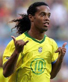 Ronaldo de Assis Moreira (Porto Alegre, Estado de Rio Grande do Sul, Brasil; 21 de marzo de 1980), mejor conocido como Ronaldinho o Ronaldinho Gaúcho