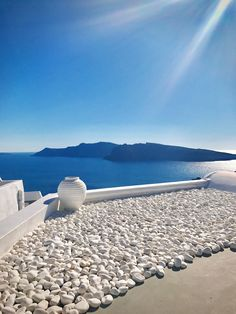 Summer in Greece – Tan Square - Responsible Beautiful Places To Travel, Wonderful Places, Vacation Places, Dream Vacations, Oia Santorini Greece, Greece Islands, Greece Travel, Solo Travel, Beautiful Landscapes