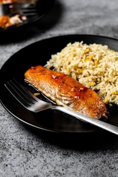 Maple-Glazed Salmon – Deliciously juicy and flaky salmon fillets marinaded in a sweet maple sauce, and baked in the oven. A quick and simple dinner recipe you'll want to make again and again! Easy Salmon Recipes, Easy Dinner Recipes, Seafood Recipes, Seafood Dinner, Fish And Seafood, Maple Glazed Salmon, Honey Lime Chicken, Salmon Fillets, Cooking Salmon