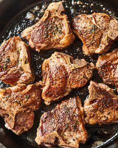 Lamb Chop Recipes, Meat Recipes, Dinner Recipes, Cooking Recipes, Easy Lamb Recipes, Cooking Cake, Lamb Loin Chops, Baked Lamb Chops, Pork Chops