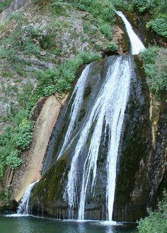 6 lugares hermosos que no puedes dejar de visitar en la provincia de Albacete. Waterfall Fountain, Gaudi, Amazing Nature, Serenity, Beautiful Places, Spain, Places To Visit, Around The Worlds, Earth