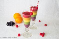 Top 10 Healthy rainbow food ideas - rainbow smoothie from Sweet and Savory by Shinee Rainbow Smoothies, Yummy Smoothies, Juice Smoothie, Smoothie Drinks, Smoothie Bowl, Yummy Drinks, Healthy Drinks, Yummy Food, Rainbow Drinks