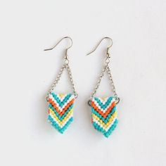 A new twist to the friendship bracelet, learn how to create these stylish chevron earings
