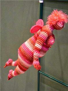 Artist of the day, March Yulia Ustinova, Russian crochet artist, sculptor Russian Crochet, Form Crochet, Crochet Art, Crochet Dolls, Crochet Stitches, Crochet Patterns, Extreme Knitting, Knit Art, Yarn Bombing