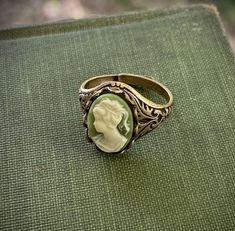 Funky Jewelry, Hippie Jewelry, Cute Jewelry, Jewelry Rings, Jewelry Accessories, Hippie Rings, Jewlery, Vintage Accessories, Unique Jewelry